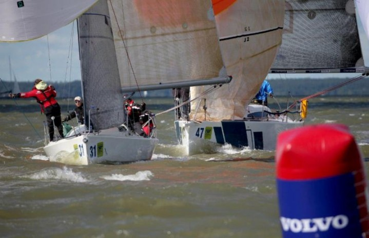 Downwind gate fights in Class C - photo Max Ranchi