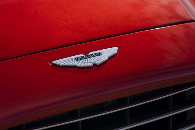Aston Martin DBX 08 1000x667