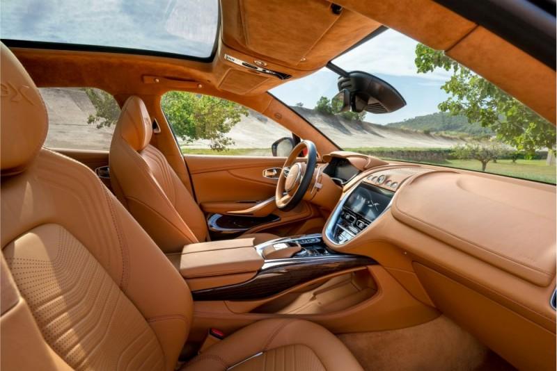 Aston Martin DBX 11 1000x667