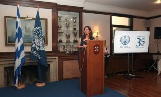 Η κα Ν. Λυμπεράκη, ανοίγει την εκδήλωση της 35ετίας της HELMEPA